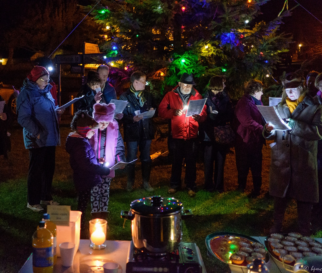 Mulled cider, mince pies and carollers aplenty!